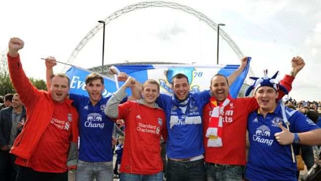 Liverpool-and-everton-fans-together-at-wembley-for-the-fa-cup-semi-final-620-384395871_crop_650