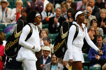 Venus with sister Serena before the 2008 Wimbledon Final