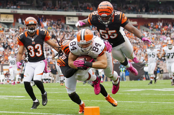 CLEVELAND, OH - OCTOBER 14: Tight end Jordan Cameron #84 of the Cleveland Browns dives for extra yards while under pressure from free safety Reggie Nelson #20, outside linebacker Vontaze Burfict #55 and defensive back Chris Crocker #33 of the Cincinnati B