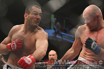 Mousasi (left)/MMAweekly