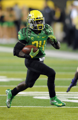 EUGENE, OR - OCTOBER 6: Running back Kenjon Barner #24 of the Oregon Ducks runs with the ball during the first quarter of the game against the Washington Huskies on October 6, 2012 at Autzen Stadium in Eugene, Oregon. Oregon won the game 52-21. (Photo by