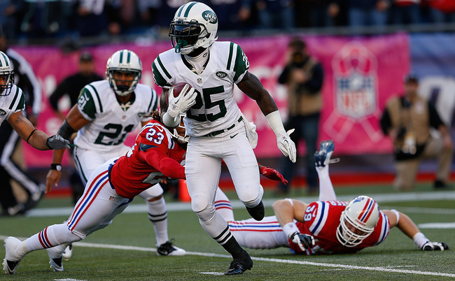 FOXBORO, MA - OCTOBER 21:  Joe McKnight #25 of the New York Jets gains yardage against the New England Patriots in the first half at Gillette Stadium on October 21, 2012 in Foxboro, Massachusetts. (Photo by Jim Rogash/Getty Images)