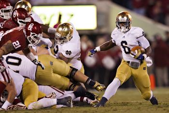 Theo Riddick and the Notre Dame Fighting Irish have a favorable schedule in their last four games.
