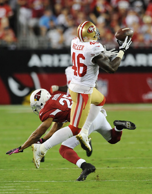 Delanie Walker had two big catches for the 49ers