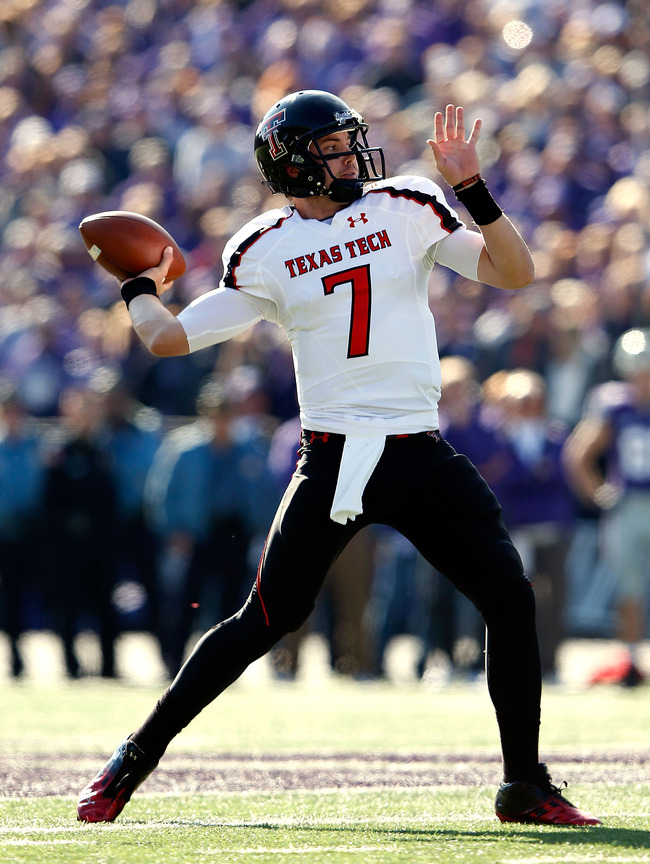 MANHATTAN, KS - OCTOBER 27:  Quarterback Seth Doege #7 of the Texas Tech Red Raiders passes during the game against the Kansas State Wildcats at Bill Snyder Family Football Stadium on October 27, 2012 in Manhattan, Kansas.  (Photo by Jamie Squire/Getty Im