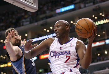 LOS ANGELES, CA - OCTOBER 31:  Lamar Odom #7 of the Los Angeles Clippers jumps to throw a pass past Marc Gasol #33 of the Memphis Grizzlies at Staples Center on October 31, 2012 in Los Angeles, California. The Clippers won 101-92.  NOTE TO USER: User expr