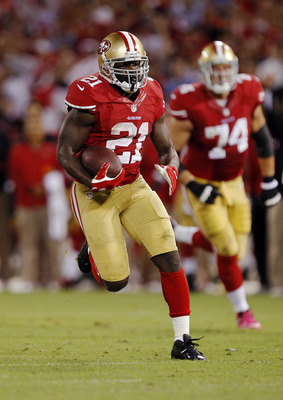 SAN FRANCISCO, CA - OCTOBER 18:  Running back Frank Gore #21 of the San Francisco 49ers takes off for 37 yards against the Seattle Seahawks at the start of the fourth quarter on October 18, 2012 at Candlestick Park in San Francisco, California.  The 49ers