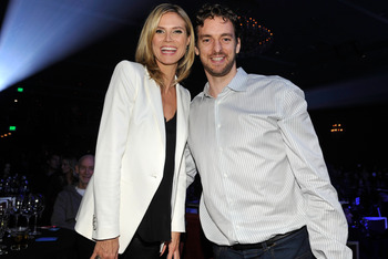 LOS ANGELES, CA - MARCH 15:  TV Personality Heidi Klum and NBA Laker Pau Gasol attend UNICEF Playlist With The A-List at El Rey Theatre on March 15, 2012 in Los Angeles, California.  (Photo by John Sciulli/Getty Images for UNICEF)