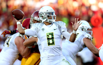 Oregon QB Marcus Mariota threw for two TDs in the first quarter against the USC defense.