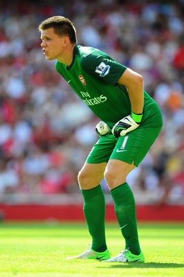 LONDON, ENGLAND - AUGUST 18:  Wojciech Szczesny of Arsenal in action during the Barclays Premier League match between  Arsenal and Sunderland at Emirates Stadium on August 18, 2012 in London, England.  (Photo by Mike Hewitt/Getty Images)