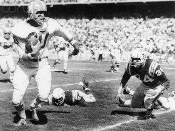 Billy Cannon rushes against San Diego. http://img.fanbase.com