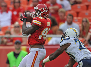 KANSAS CITY, MO - SEPTEMBER 30:  Wide receiver Dwayne Bowe #82 of the Kansas City Chiefs catches a 29-yard touchdown pass against defensive back Antoine Cason #20 of the San Diego Chargers during the fourth quarter on September 30, 2012 at Arrowhead Stadi