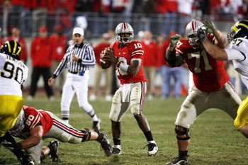 Troy Smith and Ohio State capped off their undefeated run through the Big Ten with a win over #2 Michigan.