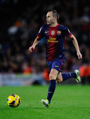 للاعب انيستا Iniesta hi-res-155545836_dis
