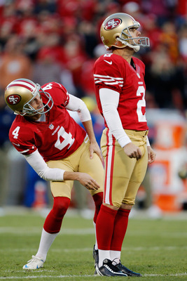 David Akers, (2), and Andy Lee watch as Akers misses a field goal in overtime.