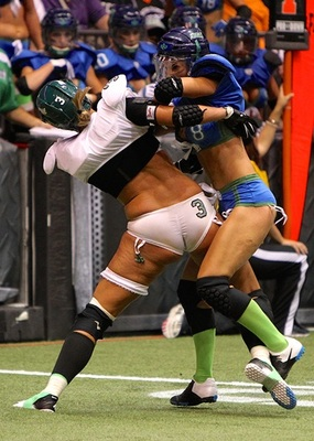Stephanie Manou fights off a tackle attempt from Cydney Froehlich (Image courtesy of LFL Canada)