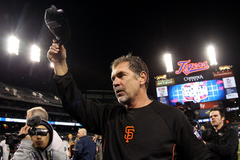 Bruce Bochy tips his cap to adoring Giants fans after winning the World Series