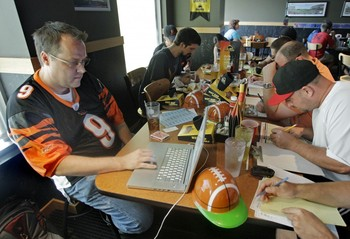 Photo credit: http://www.hrgazette.com/32-million-in-us-play-fantasy-football-much-of-it-costing-employers-millions/