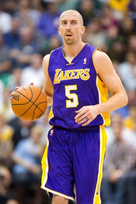 Steve Blake dribbles upcourt against the Utah Jazz