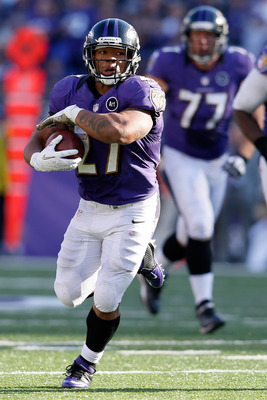 BALTIMORE, MD - NOVEMBER 11:  Running back Ray Rice #27 of the Baltimore Ravens carries the ball against the Oakland Raiders during the third quarter at M&T Bank Stadium on November 11, 2012 in Baltimore, Maryland.  (Photo by Rob Carr/Getty Images)