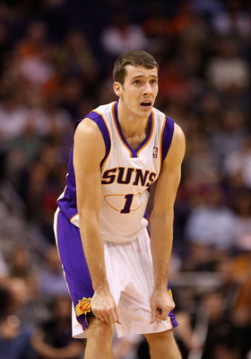 Goran Dragic is trying to follow a legend in Phoenix.