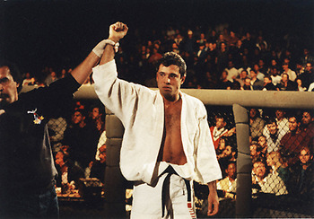 http://kumiteclassic.com/wp-content/uploads/2011/12/UFC1_RoyceGracie.jpg