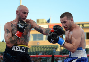 Kelly Pavlik (left) batters Rosinsky during his latest bout.