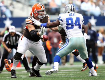 Joe Thomas exhibits his All-Pro form against DeMarcus Ware.