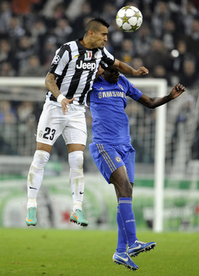 TURIN, ITALY - NOVEMBER 20:  Arturo Vidal of Juventus FC and Ramires of Chelsea FC (R) compete for the ball during the UEFA Champions League Group E match between Juventus and Chelsea FC at Juventus Arena on November 20, 2012 in Turin, Italy.  (Photo by C