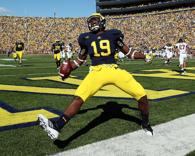 ANN ARBOR, MI - SEPTEMBER 15:  Tight End Devin Funchess #19 of the University of Michigan Wolverines scores a touchdown in the first quarter during a Big Ten College football game against the University of Massachusetts Minutemen at Michigan Stadium on Se