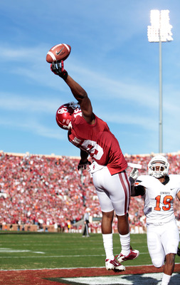 NORMAN, OK - NOVEMBER 24:  Wide receiver Justin Brown #19 of the Oklahoma Sooners just misses a touchdown pass against the Oklahoma State Cowboys November 24, 2012 at Gaylord Family-Oklahoma Memorial Stadium in Norman, Oklahoma. (Photo by Brett Deering/Ge