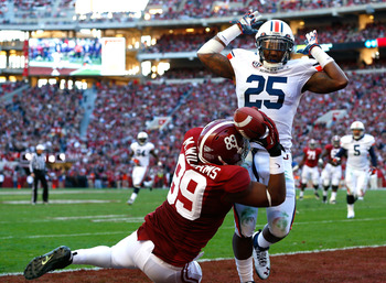TUSCALOOSA, AL - NOVEMBER 24:  Michael Williams #89 of the Alabama Crimson Tide fails to pull in this touchdown reception against Daren Bates #25 of the Auburn Tigers at Bryant-Denny Stadium on November 24, 2012 in Tuscaloosa, Alabama.  (Photo by Kevin C.