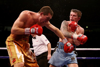 Hatton did his best to take the fight to Senchenko.