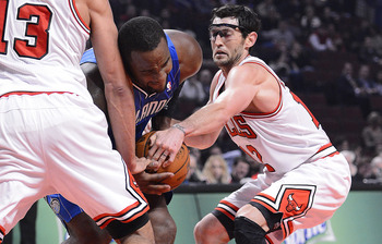 Glen Davis battles with the Bulls in Chicago.