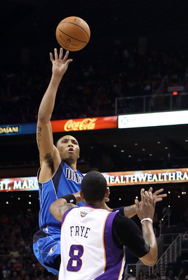 Shawn Marion rises against the Suns
