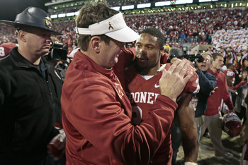 Bob Stoops and Brennan Clay