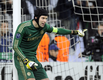 TURIN, ITALY - NOVEMBER 20:  Goalkeeper Petr Cech of Chelsea FC signals during the UEFA Champions League Group E match between Juventus and Chelsea FC at Juventus Arena on November 20, 2012 in Turin, Italy.  (Photo by Claudio Villa/Getty Images)