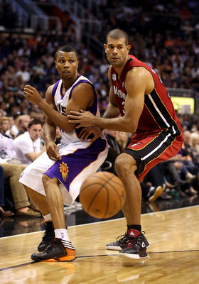 Loose balls don't stay loose long with Shane Battier around.
