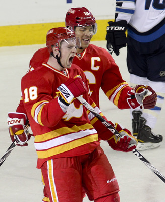 Matt Stajan (front) and Jarome Iginla of the Calgary Flames.