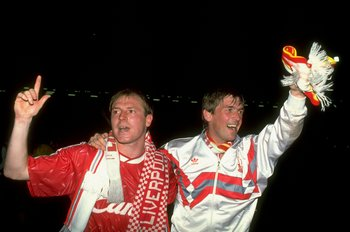 Steve McMahon (left), Kenny Dalglish (right)