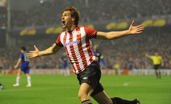 BILBAO, SPAIN - MARCH 15:  Fernando Llorente of Bilbao celebrates scoring to make it 1-0 during the UEFA Europa League Round of 16 second leg match between Manchester United and Athletic Bilbao at San Mames Stadium on March 15, 2012 in Bilbao, Spain.  (Ph