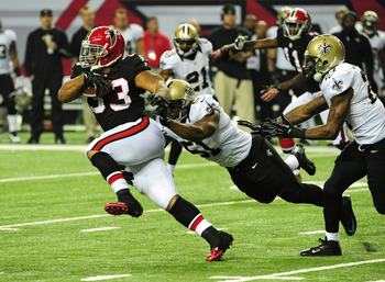 ATLANTA, GA - NOVEMBER 18:  Michael Turner #33 of the Atlanta Falcons carries the ball against Jonathan Vilma #41 of the New Orleans Saints at the Georgia Dome on November 29, 2012 in Atlanta, Georgia  (Photo by Scott Cunningham/Getty Images)