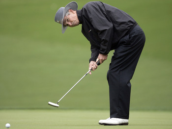Hubert Green's shows off his distinctive putting style.