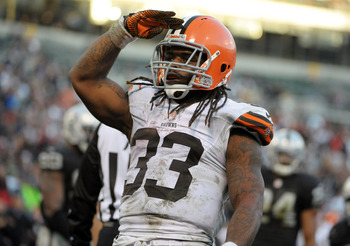 Trent Richardson soluting the fans after a touchdown run
