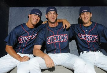 Keck (middle) // Courtesy of nwaonline.com