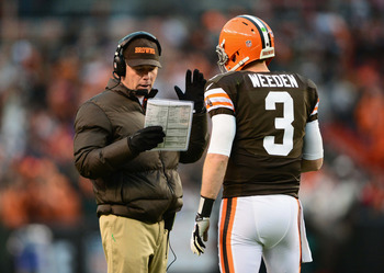 Browns head coach Pat Shurmur discusses strategy with quarterback Brandon Weeden