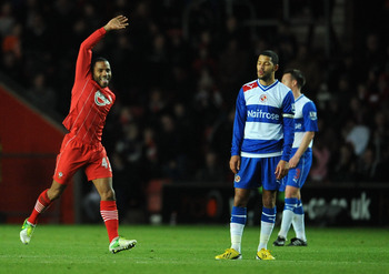 SOUTHAMPTON, ENGLAND - DECEMBER 08:  Jason Puncheon of Southampton celebrates scoring their first goal as Jobi McAnuff of Reading looks dejected during the Barclays Premier League match between Southampton and Reading at St Mary's Stadium on December 8, 2
