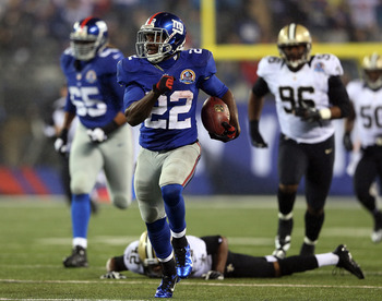 EAST RUTHERFORD, NJ - DECEMBER 09:  David Wilson #22 of the New York Giants carries the ball past Isa Abdul-Quddus #42 of the New Orleans Saints to score his third touchdown of the game on December 9, 2012 at MetLife Stadium in East Rutherford, New Jersey