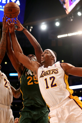 Dwight grabbed 16 rebounds of the Lakers 39.