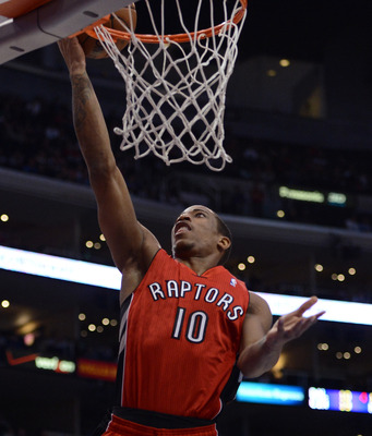 DeMar DeRozan goes up for a layup against the Clippers.